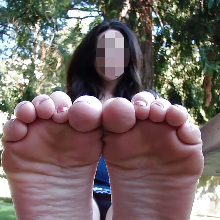 Annonce fétichiste à Lyon pour amateur de pieds sexy